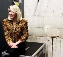 Med Veronica Maggio i trappen, i hissen, i hallen…