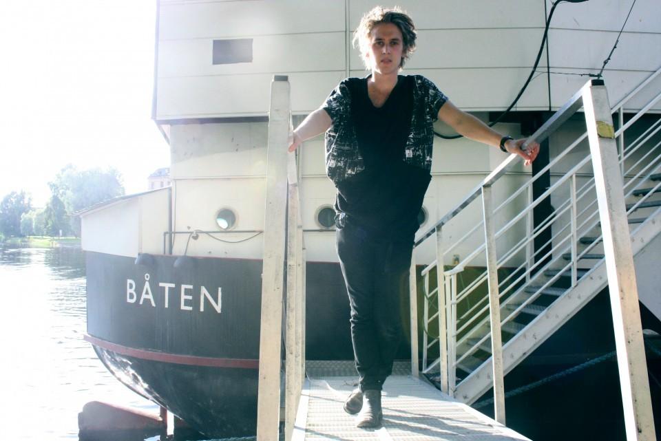 Thomas Stenström på båten i Karlstad